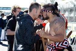 Greg Murphy met Maori krijger