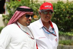 Kroonprins Shaikh Salman bin Isa Hamad Al Khalifa, met Zayed Rashed Al Zayani, voorzitter Bahrein International Circuit