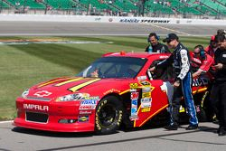 Matt Kenseth duwt Jamie McMurray, Earnhardt Ganassi Racing Chevrolet