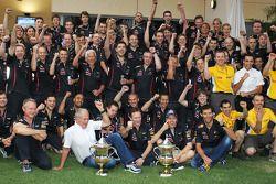 Race winner Sebastian Vettel, Red Bull Racing celebrates with Dr Helmut Marko, Red Bull Motorsport Consultant; Christian Horner, Red Bull Racing Team Principal; Mark Webber, Red Bull Racing and the team