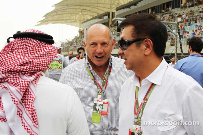 Ron Dennis, McLaren Executive Chairman, op de grid