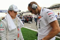 Nico Rosberg, Mercedes AMG F1 W03 Peter Windsor, Journalist Daniel Schloesser, Personal Trainer on the grid
