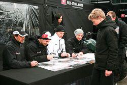 Маркус Винкельхок, Ники Пасторелли и Марк Бассенг. Зольдер, воскресенье, перед гонкой.