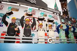 ST podium: winnaars in klasse Ryan Ellis en Martin Jensen, 2de Jayson Clunie en Pierre Kleinubing, 3