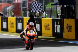 Casey Stoner, Repsol Honda Team takes the win