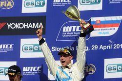 Race winner Robert Huff, Chevrolet Cruze 1.6T, Chevrolet