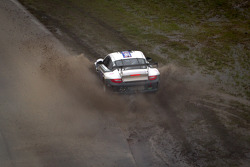 #44 Magnus Racing Porsche GT3: Andy Lally, John Potter spins