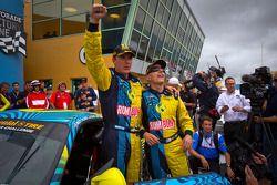 Victory lane: winnaar Matt Plumb en Nick Longhi