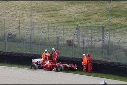 Fernando Alonso, Scuderia Ferrari crashes in the updated Ferrari