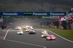 Lap 3 green flag: #8 Autobacs Racing Team Aguri Honda HSV-010 GT: Ralph Firman, Takashi Kobayashi leads the field