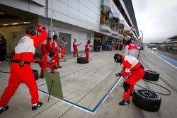 Pit stop for #21 Hitotsuyama Racing Audi R8 LMS: Cyndie Allemann, Akihiro Tsuzuki, Yukinori Taniguch