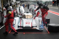 Los miembros del equipo de pits de Audi entrarn en acción