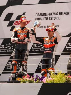 Podio: ganador Casey Stoner, del equipo Repsol Honda, tercer lugar Dani Pedrosa, Repsol Honda Team