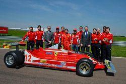 Fernando Alonso, Jacques Villeneuve, Luca di Montezemolo, Felipe Massa et Piero Ferrari avec la Ferrari 312 T4