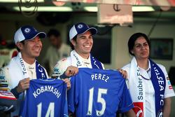Kamui Kobayashi, Sauber F1 Team, Sergio Pérez, Sauber F1 Team y Monisha Kaltenborn, directora de Sau