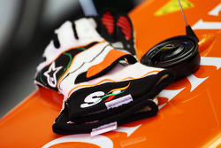 Sahara Force India F1 Team guantes