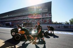 Vitaly Petrov, Caterham pit stop