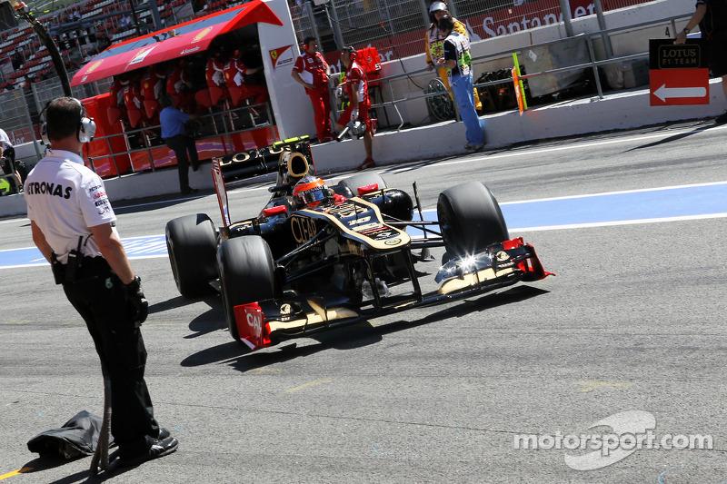 Romain Grosjean, Lotus F1 in de pits