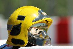 Paul di Resta, Sahara Force India reflejado en el visor de un casco de un Marshall