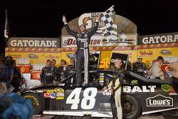Victory lane: race winner Jimmie Johnson, Hendricks Motorsports Chevrolet