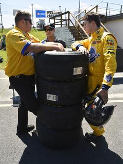 Todd Gilliland, Kyle Busch Motorsports Toyota and David Gilliland
