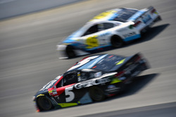 Kasey Kahne, Hendrick Motorsports, Chevrolet; Michael McDowell, Leavine Family Racing, Chevrolet