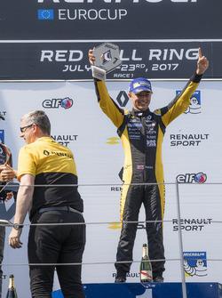 Podium: racewinnaar Max Fewtrell, Tech 1 Racing