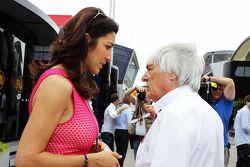 Bernie Ecclestone, CEO del Formula One Group, con su esposa Fabiana Flosi