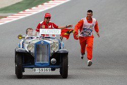 Fernando Alonso, Scuderia Ferrari on the drivers parade chased by an enthusiastic marshall