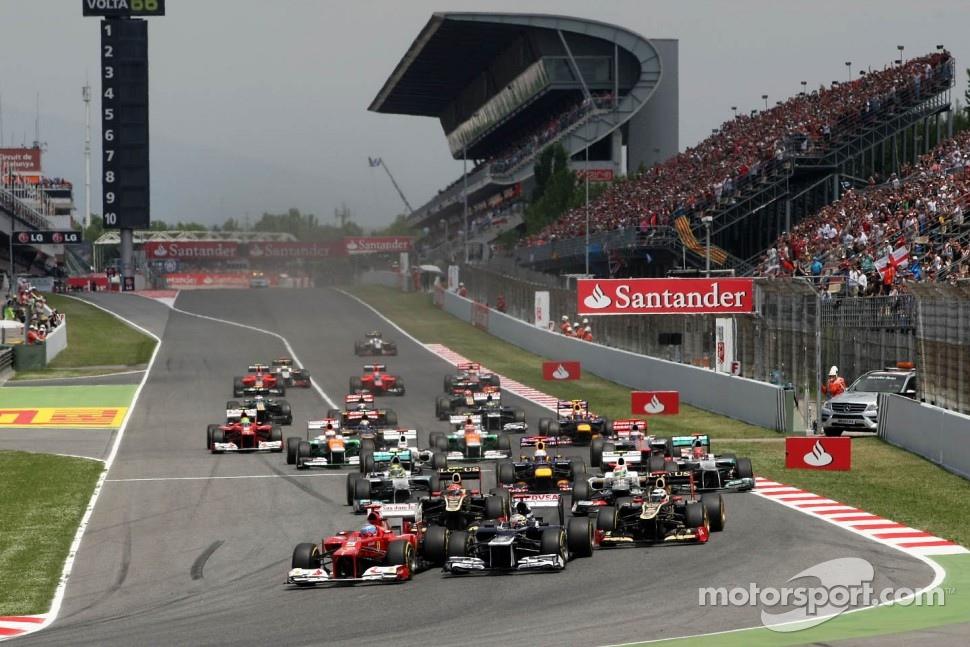 Start of the race, Fernando Alonso, Scuderia Ferrari and Pastor Maldonado, Williams F1 Team