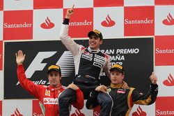 Podium en resultaten, 1ste plaats Pastor Maldonado, Williams F1 Team met 2de plaats Fernando Alonso,