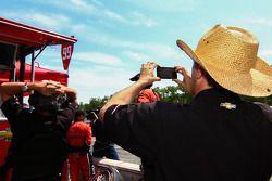 Adam Saal - SaalGood - iPhone video van Jon Fogarty en Speed interview