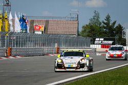 #11 Wochenspiegel Team Manthey Porsche 911 GT3 R: Marc Lieb, Romain Dumas, Lucas Luhr, Richard Lietz runs out of gas at the finish line