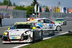 #169 Roadrunner Racing Renault Clio: Joachim Steidel, Volker Kühn, Nadir Zuhour, Mohammed Al Oawis hits #11 Wochenspiegel Team Manthey Porsche 911 GT3 R: Marc Lieb, Romain Dumas, Lucas Luhr, Richard Lietz