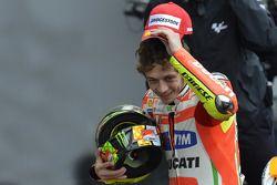 Podium: segundo lugar Valentino Rossi, Ducati Marlboro Team