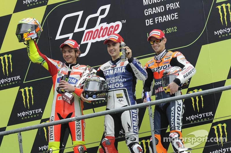 Podio: 1º Jorge Lorenzo, 2º Valentino Rossi, 3º Casey Stoner