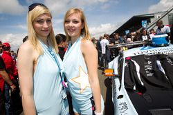 Young Driver AMR gridgirls