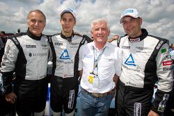 Ulrich Bez, Ferdinand Stuck en Dennis Rostek met TÜV Rheinland president Dr. Jürgen Brauckmann