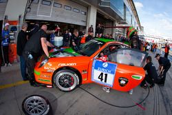 Pit stop for #41 Porsche 911 GT3: André Krumbach, Harald Schlotter, Holger Fuchs, Malte Mahlert
