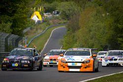 Formatieronde: #109 BMW M3: Axel Hörger, Michael Hess, Thomas Baltzer, #132 MSC Ruhrblitz Bochum e.V