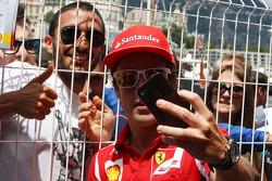 Fernando Alonso, Ferrari with fans