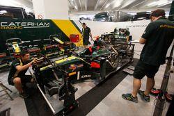 Caterham mechanics work on Rodolfo Gonzalez