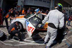 Pit stop for #72 Porsche 911 GT4: Jörg Viebahn, Anders Buchardt, Peter Posavac