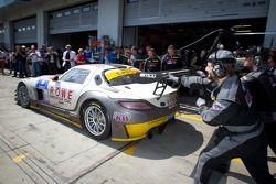 Pitstop #21 ROWE Racing Mercedes-Benz SLS AMG GT3: Michael Zehe, Marko Hartung, Roland Rehfeld, Mark