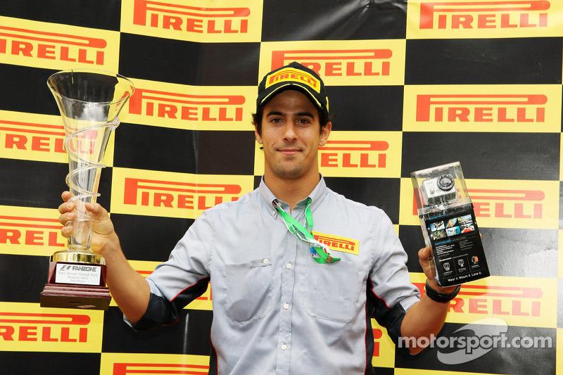 Sem vaga na F1, Di Grassi ficou longe das competições em 2011. Naquele ano, se dedicou à função de piloto de testes da Pirelli, fabricante que assumia a produção de pneus da categoria.