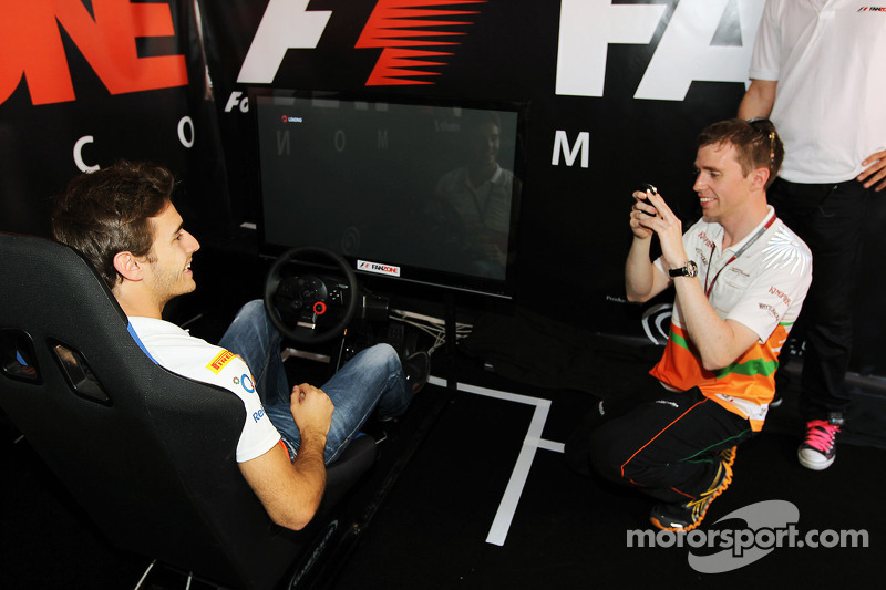 Jules Bianchi, Sahara Force India F1 Team derde rijder en Will Hings, Sahara Force India F1 Press Of