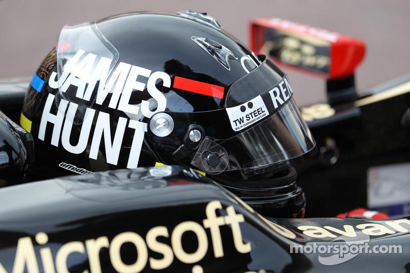 No GP de Mônaco de 2012, Raikkonen homenageou James Hunt na pintura de seu capacete.