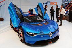 De voorstelling van de Renault Alpine A110-50 op het Red Bull Energy Station
