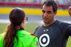 Даника Патрик, Stewart-Haas Racing Chevrolet, и Хуан-Пабло Монтойя, Earnhardt Ganassi Racing Chevrol