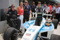 Victory lane: race winner Esteban Guerrieri, Sam Schmidt Motorsports celebrates with Sam Schmidt